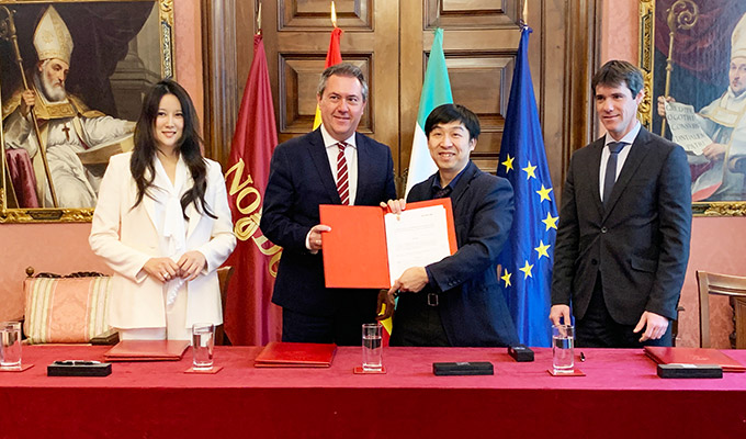 Victoria Jing Xiang, CEO of EHang Spain & Latin America, with Juan Espadas Cejas, Mayor of Seville, and Hu Huazhi, at the signing ceremony in Seville on March 10.